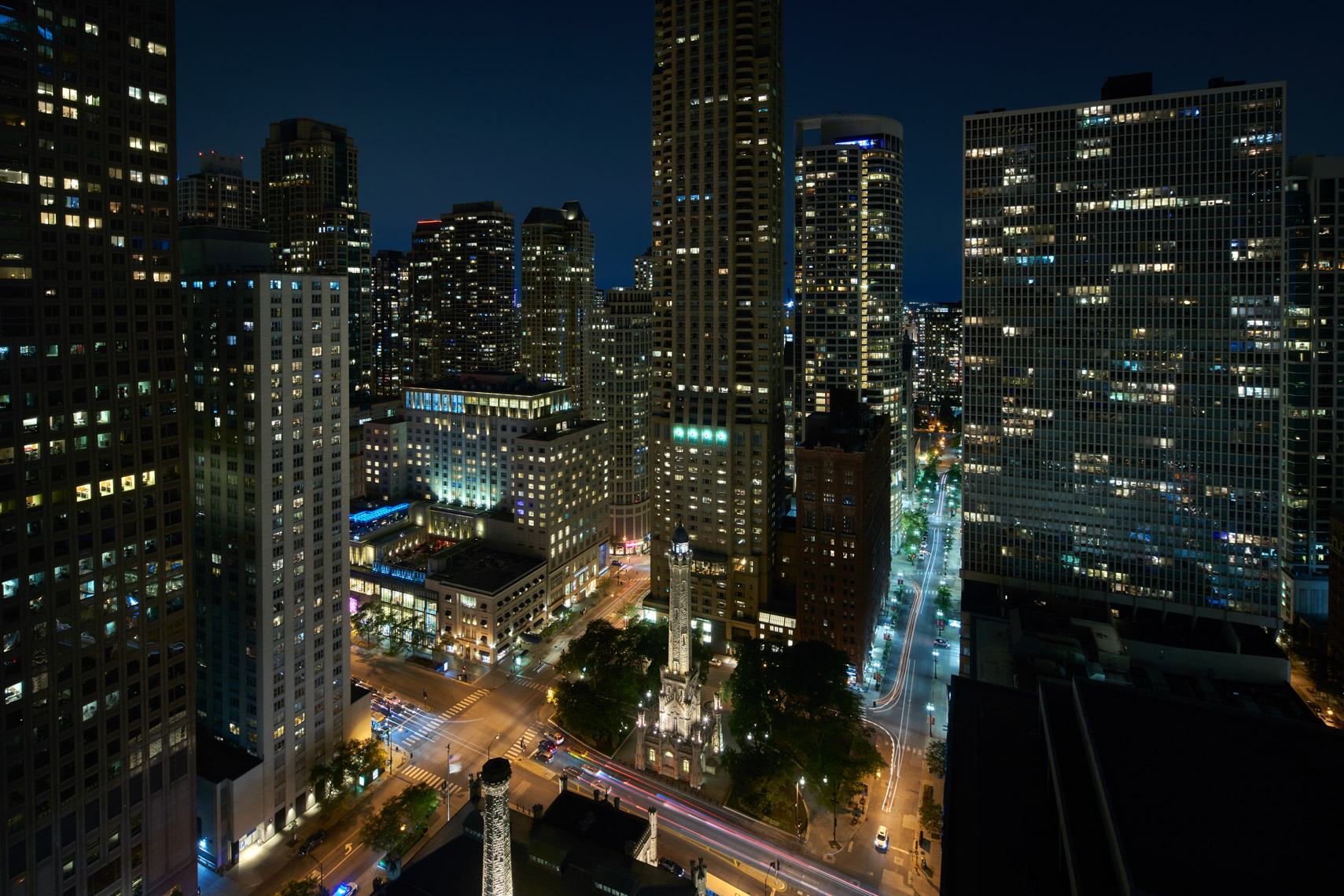 HOTELS-RC90-Ritz-Carlton-Chicago17_Night_View_1