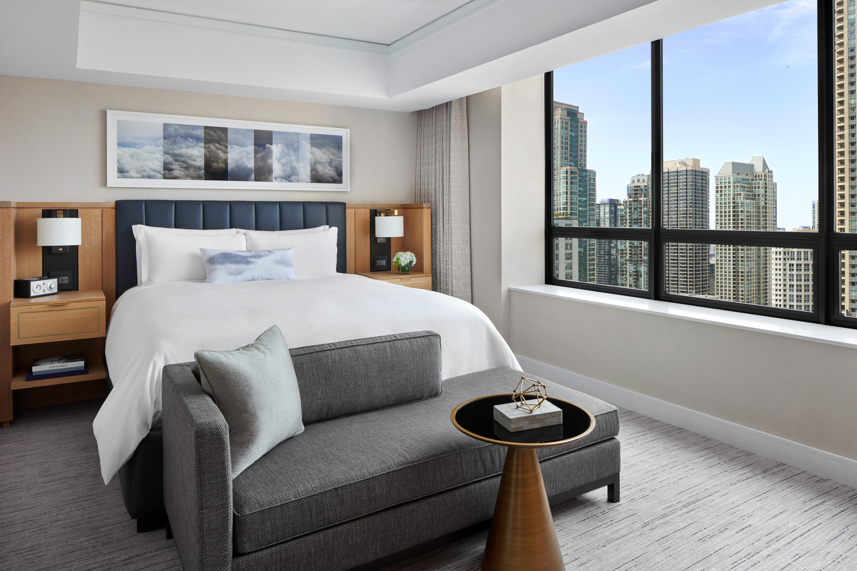 HOTELS-RC93-Ritz-Carlton-Chicago20_Water_Tower_Suite_Bedroom